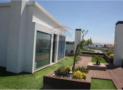 Immobilier portugal appartement au bord de mer au for Achat maison lisbonne
